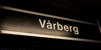Vårberg stationsskylt