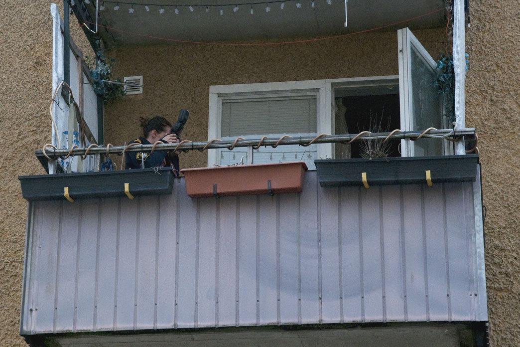 Polisens tekniker på balkong
