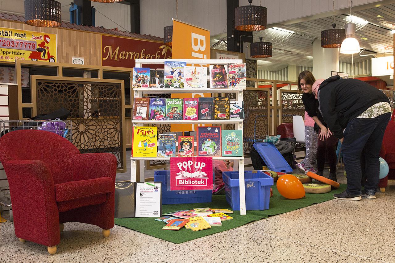 pop up bibliotek Vårbergs Centrum