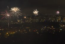 Nyårsfyrverkeri sett från Vårbergstoppen