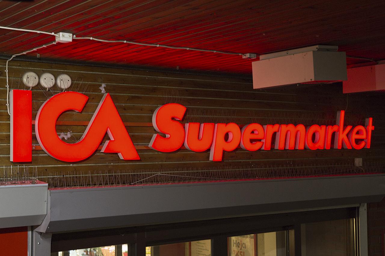 Ica Supermarket entréskylt