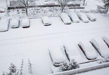 Insnöade bilder parkering Vita Liljans Väg