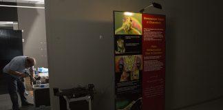 Belysning för hologramutställning.