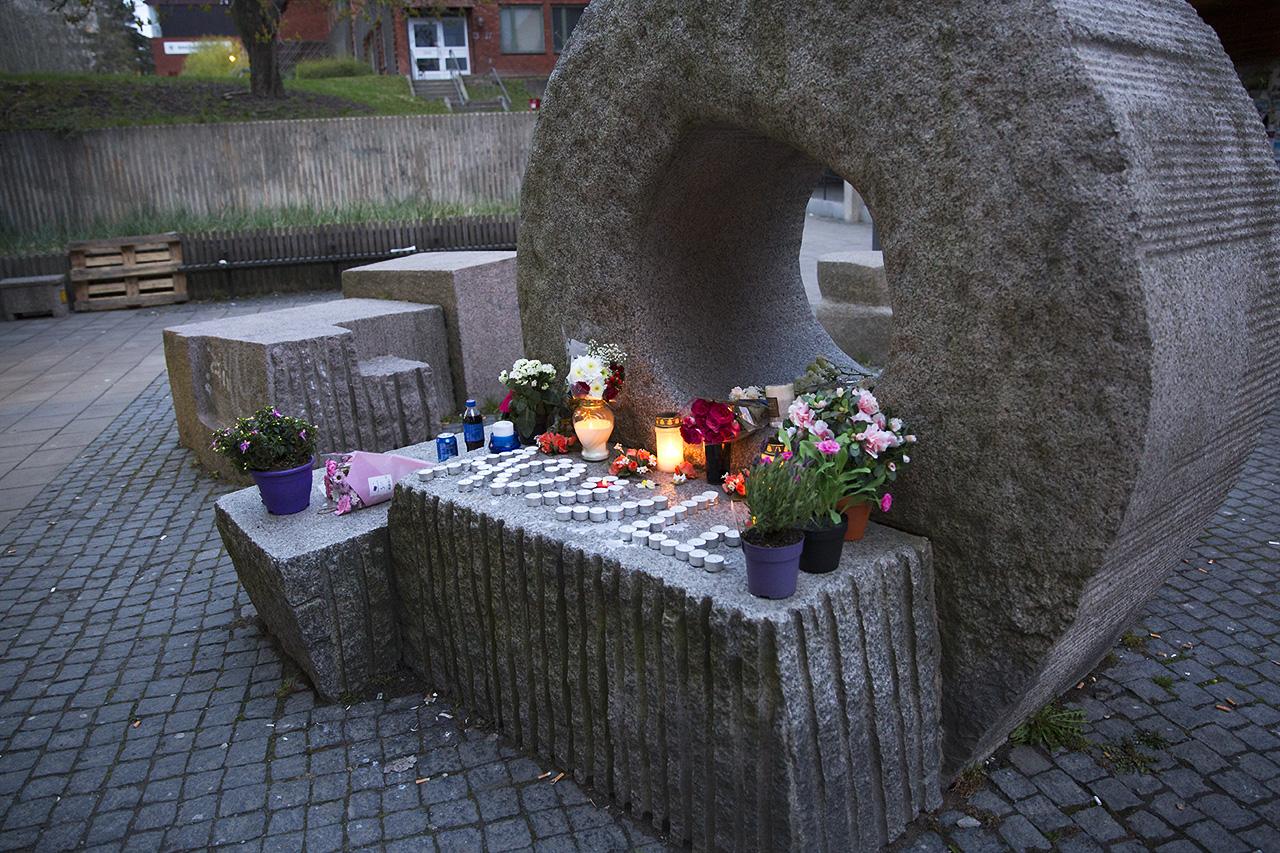 Blommor för Salayev i Bredängs Centrum