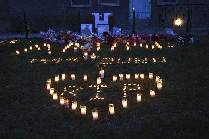 Ljusmanifestation för den hittills yngsta avlidna i Corona